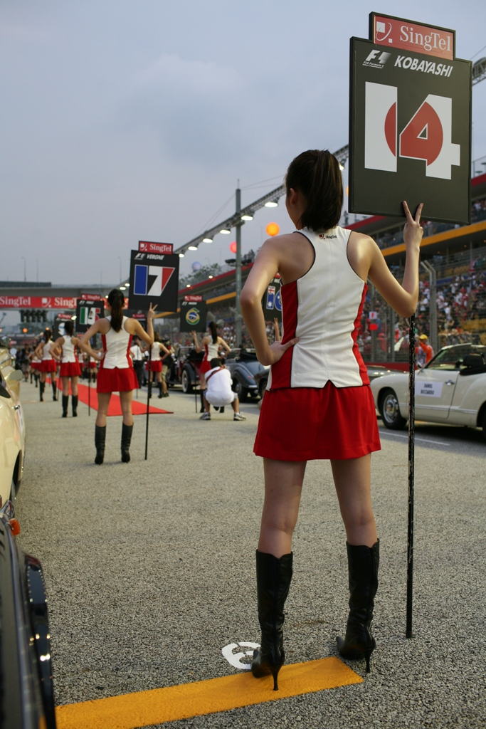 grid_girls_at_singapore_grand_prix.jpg